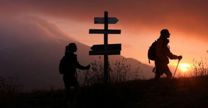 cropped-trekking2